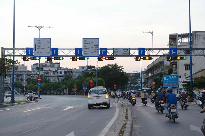Dự thảo luật giao thông: Vượt đèn đỏ, vàng, xanh đều có thể bị phạt - Ảnh 2
