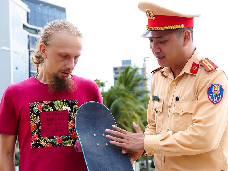 Đà Nẵng: Đào tạo ngoại ngữ cho công an phòng chống tội phạm nước ngoài - Ảnh 1