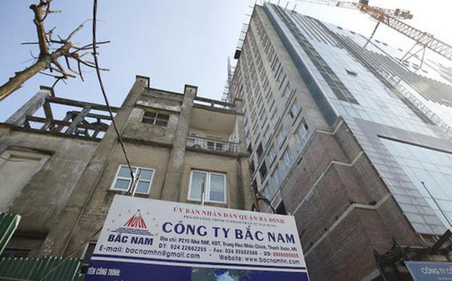 Hà Nội chi hơn 38 tỷ đồng phá dỡ tầng 18 tòa nhà 8B Lê Trực. (Ảnh qua tienphong)