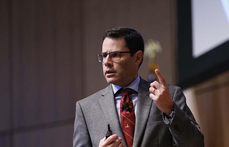 Michael Auslin, một nhà nghiên cứu tại Viện Hoover của Đại học Stanford