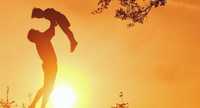 """Đọc """"Ba ơi, mình đi đâu?"""" để thấy cuộc sống ngoài kia vẫn còn rất tươi đẹp, hạnh phúc mong manh nhưng không bao giờ lụi tắt."""