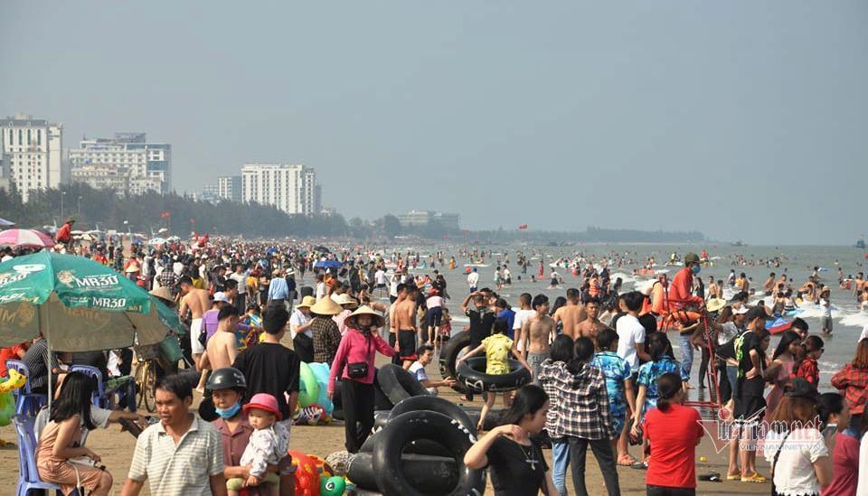 Thanh Hóa, Nghệ An, Quảng Ngãi mở cửa bãi biển trở lại; Vũng Tàu vẫn cấm - Ảnh 1