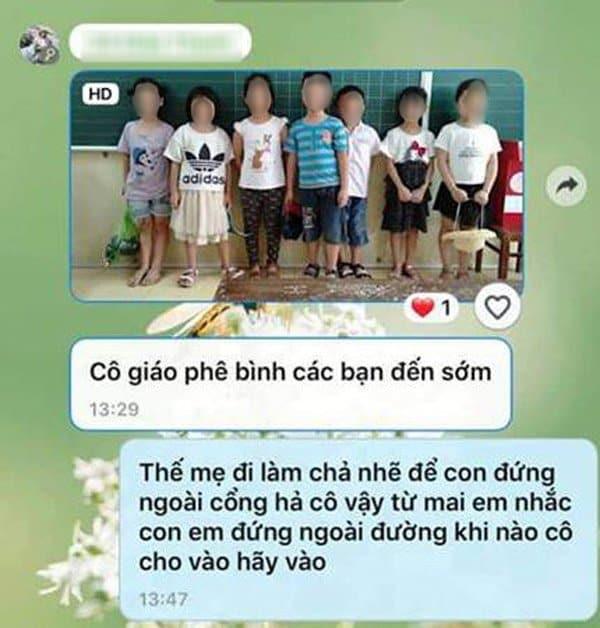 Cô giáo chủ nhiệm còn yêu cầu những em đi học sớm phải đứng lên bục giảng, bị chụp ảnh gửi vào nhóm zalo của lớp để phê bình. (Ảnh chụp màn hình)