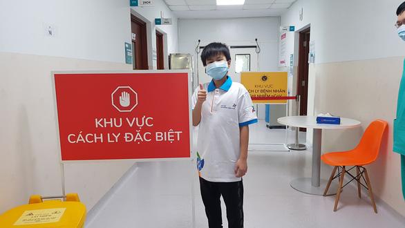 Bệnh nhân 204 trong ngày xuất viện. (Ảnh qua ntdvn)