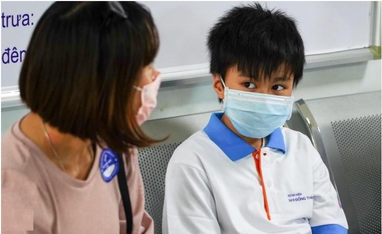 Bệnh nhân 204 là cậu bé 10 tuổi đã tái dương tính virus Vũ Hán sau 25 ngày xuất viện. (Ảnh qua Zing)