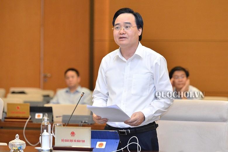 Bộ trưởng Bộ GD&ĐT Phùng Xuân Nhạ báo cáo tại phiên họp. (Ảnh qua vietnamnet)