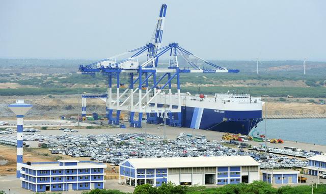 Dù đã cho Trung Quốc thuê cảng biển Hambantota 99 năm nhưng chính phủ Sri Lanka vẫn ôm khoản nợ 8 tỷ USD.