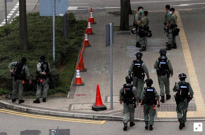 Các cảnh sát chống bạo động ở Hồng Kông.