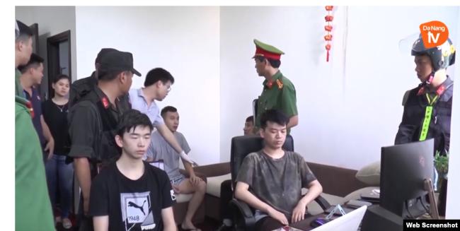 Các công dân Trung Quốc phạm pháp bị chính quyền ĐàCác công dân Trung Quốc phạm pháp bị chính quyền Đà Nẵng bắt giữ hôm 6/6/2019. (Ảnh qua VOV) Nẵng bắt giữ hôm 6/6/2019. (Ảnh qua VOV)