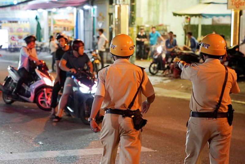 Người tố cáo CSGT Tân Sơn Nhất đòi 6,2 triệu nhận được nhiều cuộc gọi 'nhờ' rút đơn. (Ảnh qua thanhnien)