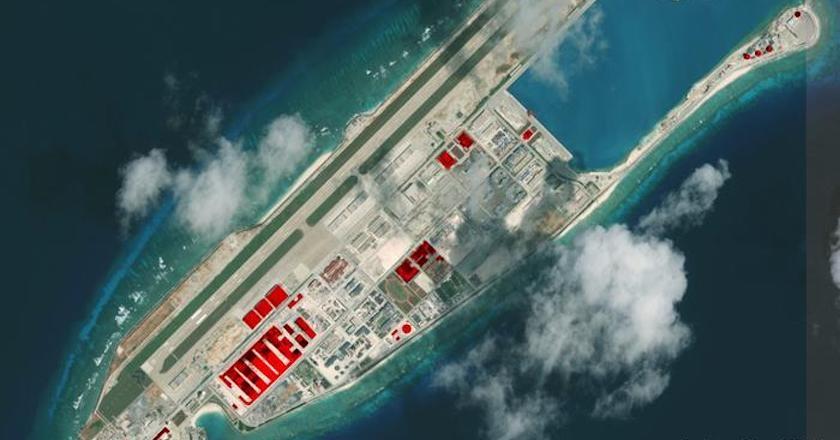 Hình ảnh vệ tinh cho thấy các thiết bị radar và các kho chứa ngầm của Trung Quốc trên bãi Đá Chữ Thập ở quần đảo Trường Sa (Ảnh: AMTI)