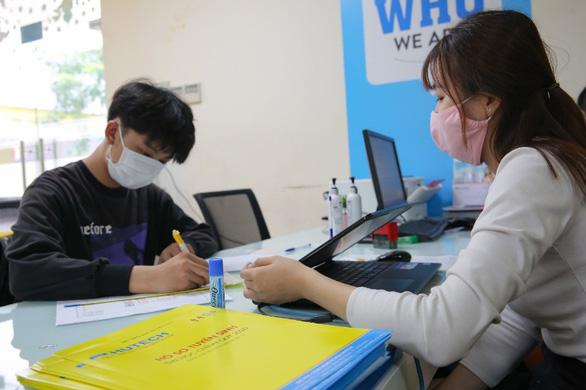 Phương thức xét tuyển học bạ 03 học kỳ nhận hồ sơ đối với thí sinh từ 18 điểm trở lên. (Ảnh qua huetech)