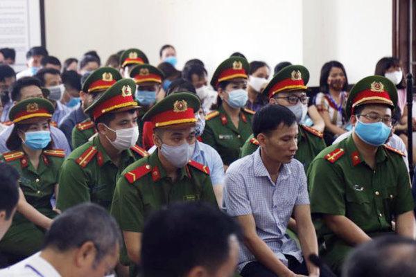 Phiên tòa xét xử vụ gian lận thi cử tại Hòa Bình. (Ảnh qua vietnamnet)