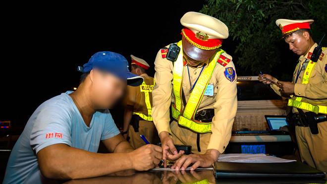Cục CSGT cho biết, trong dịp lễ này đã phát hiện và xử lý hơn 29.000 trường hợp vi phạm,  số tiền phạt lên tới gần 14 tỷ đồng. (Ảnh qua thanhnien)