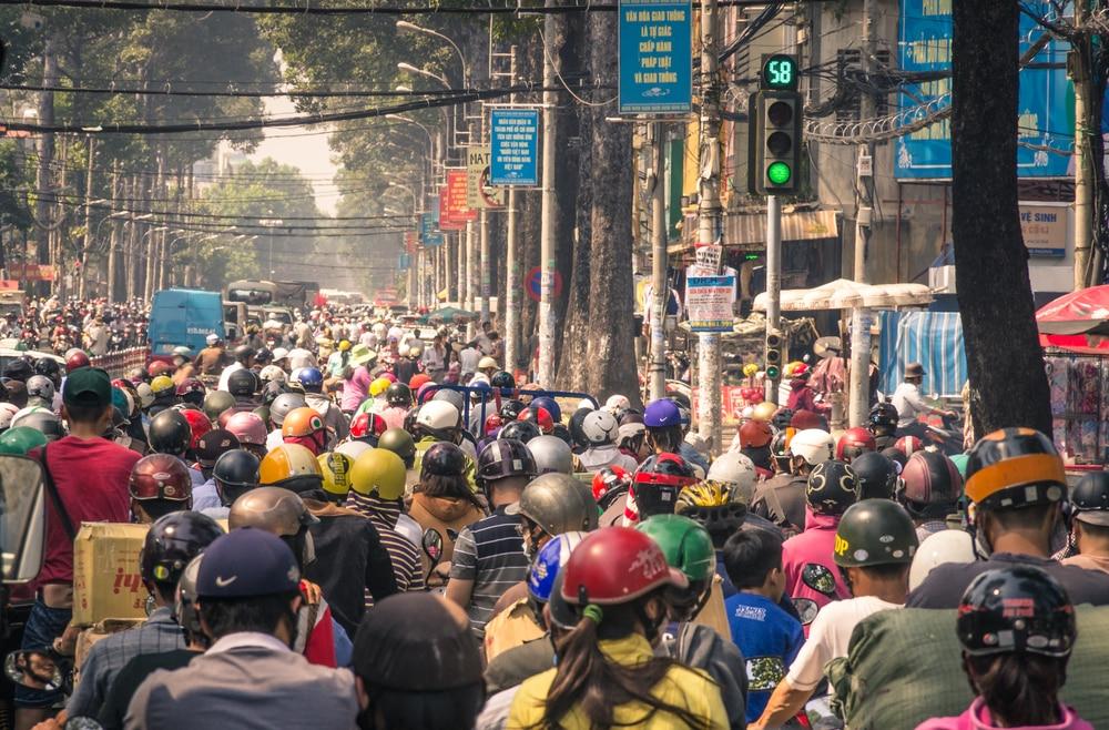 Dự thảo luật giao thông: Vượt đèn đỏ, vàng, xanh đều có thể bị phạt - Ảnh 1