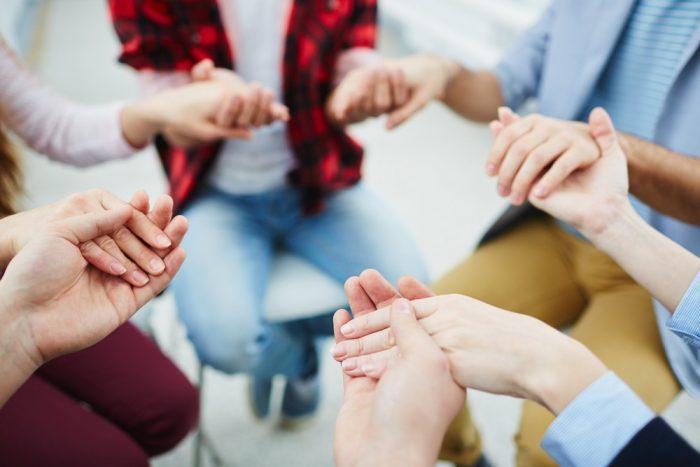Cả gia đình tôi và vị giáo sĩ đã cùng nắm tay nhau, ông ấy đọc lời cầu nguyện và xin Chúa giúp tôi vượt qua giai đoạn này.