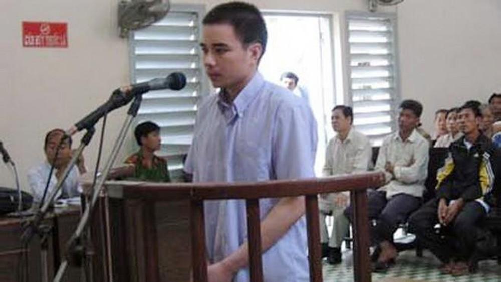 Hồ Duy Hải trong phiên tòa năm 2008. (Ảnh qua tienphong)