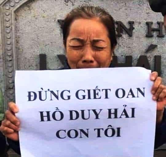 Hình ảnh bà Nguyễn Thị Loan – mẹ Hồ Duy Hải vất vả ngược xuôi từ Nam ra Bắc kêu oan cho con trai ròng rã suốt 12 năm. (Ảnh qua trithuc)