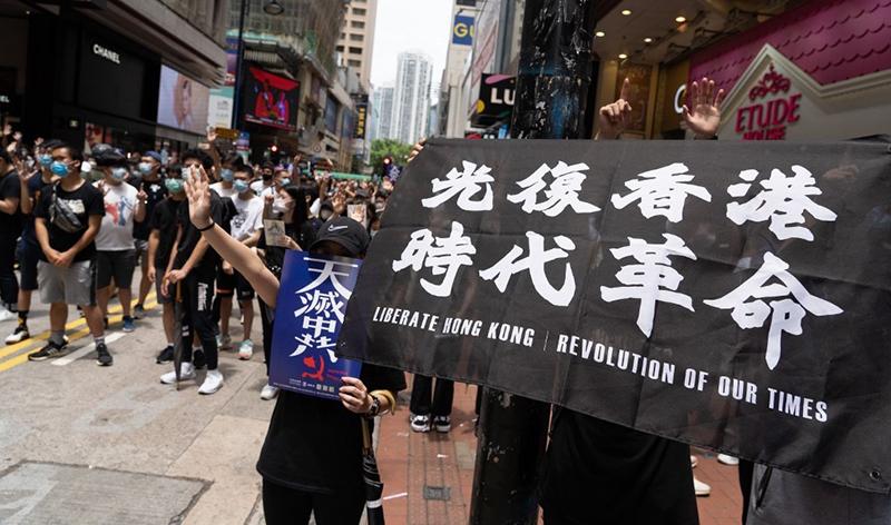 Hàng nghìn người dân Hồng Kông tiếp tục xuống phố biểu tình để phản đối dự luật an ninh quốc gia.