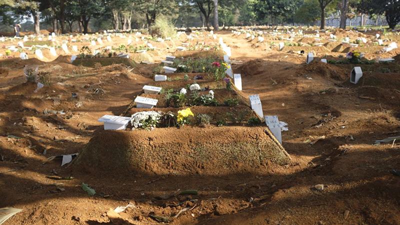 Nghĩa trang Vila Formosa ở ngoại ô Sao Paulo đã đào hàng ngàn ngôi mộ mới kể từ khi đại dịch bắt đầu.