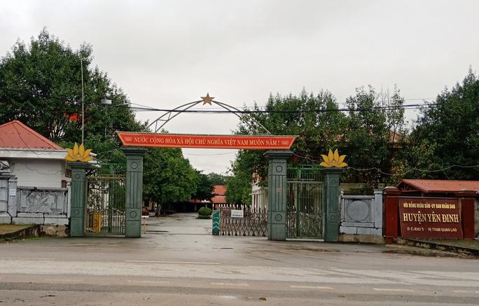 UBND huyện Yên Định, nơi đang nợ 52 tỷ đồng của nhiều cá nhân trong và ngoài cơ quan nhưng vẫn xin xây tượng đài 20 tỷ đồng. (Ảnh qua dantri)
