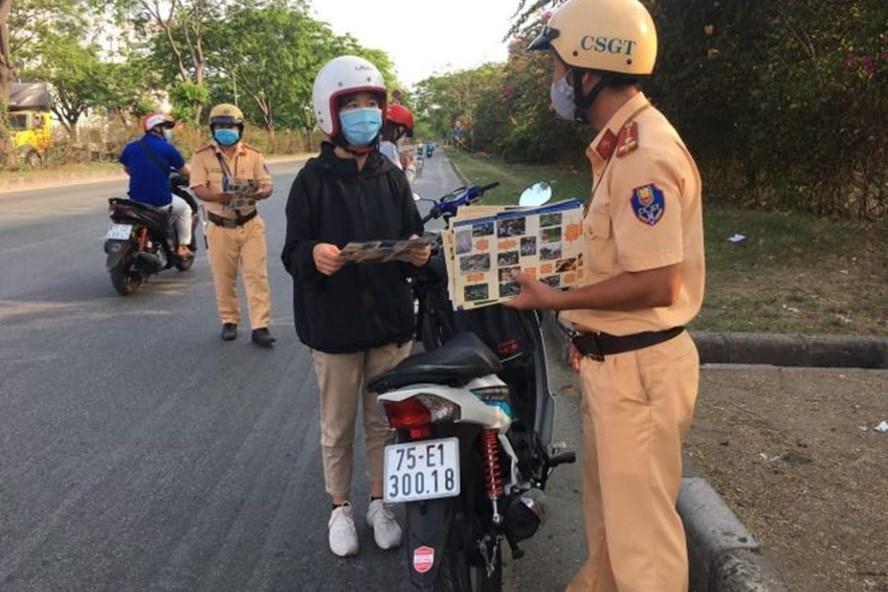 Tổng kiểm soát phương tiện đường bộ từ 15/5, CSGT được dừng tất cả các xe. (Ảnh qua laodong)