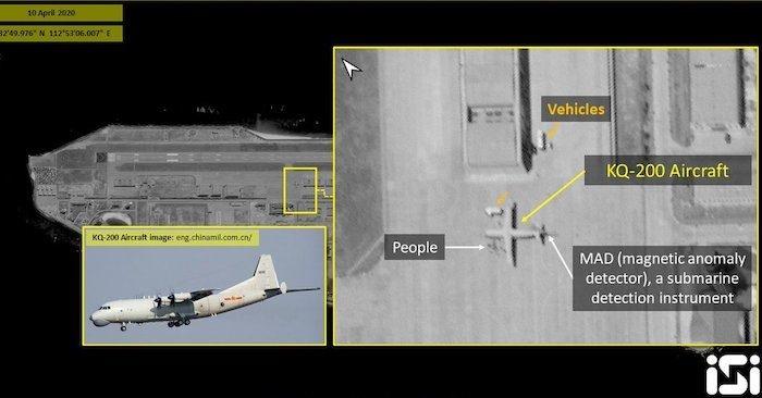 Ảnh vệ tinh chụp ngày 10/4/2020 cho thấy Trung Quốc triển khai máy bay tuần tra KQ-200 tại bãi Đá Chữ Thập (Ảnh qua ISI).