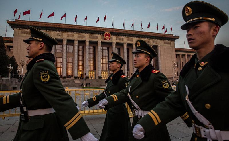 """Trước ngày diễn ra """"Lưỡng hội"""", quân đội - vốn do Tập Cận Bình nắm quyền kiểm soát thì gần đây cũng xuất hiện những động thái khác thường."""