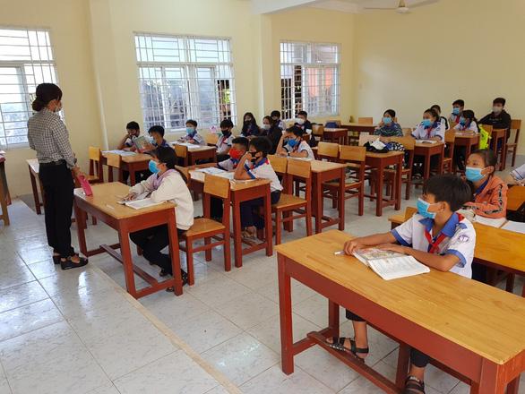 Lớp học 7A3 của Trường THCS Khánh An, huyện An Phú, An Giang trong ngày đi học đầu tiên trở lại trường đã vắng đến 20 học sinh. (Ảnh qua tuoitre)