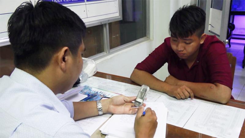 Nguyễn Quốc Kiệt tại cơ quan công an. (Ảnh qua tuoitre)