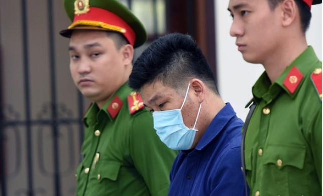 Bị cáo Nguyễn Tấn Lương tại phiên tòa sơ thẩm ngày 18/5. (Ảnh qua tuoitre)