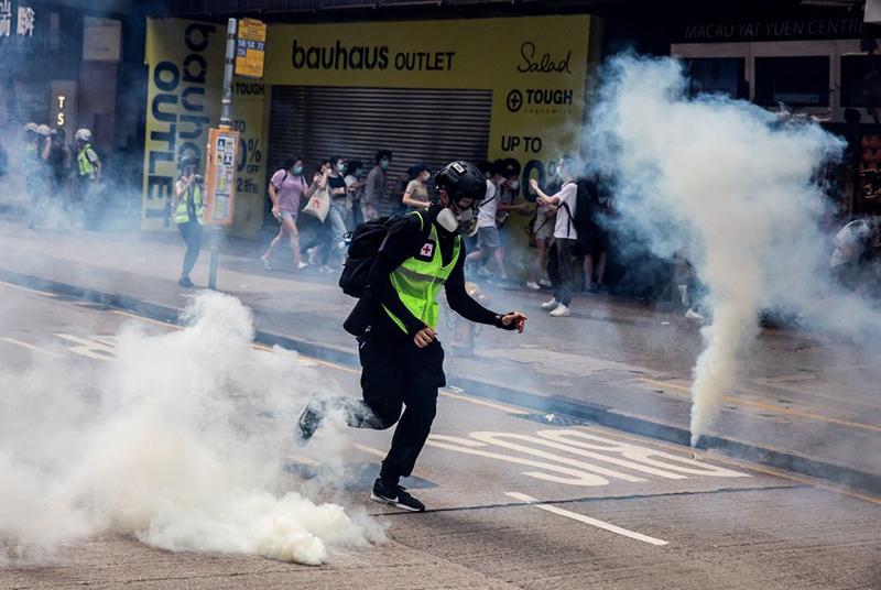 Cảnh sát Hồng Kông  bắn hơi cay vào những người biểu tình hôm Chủ nhật 24/5/2020.