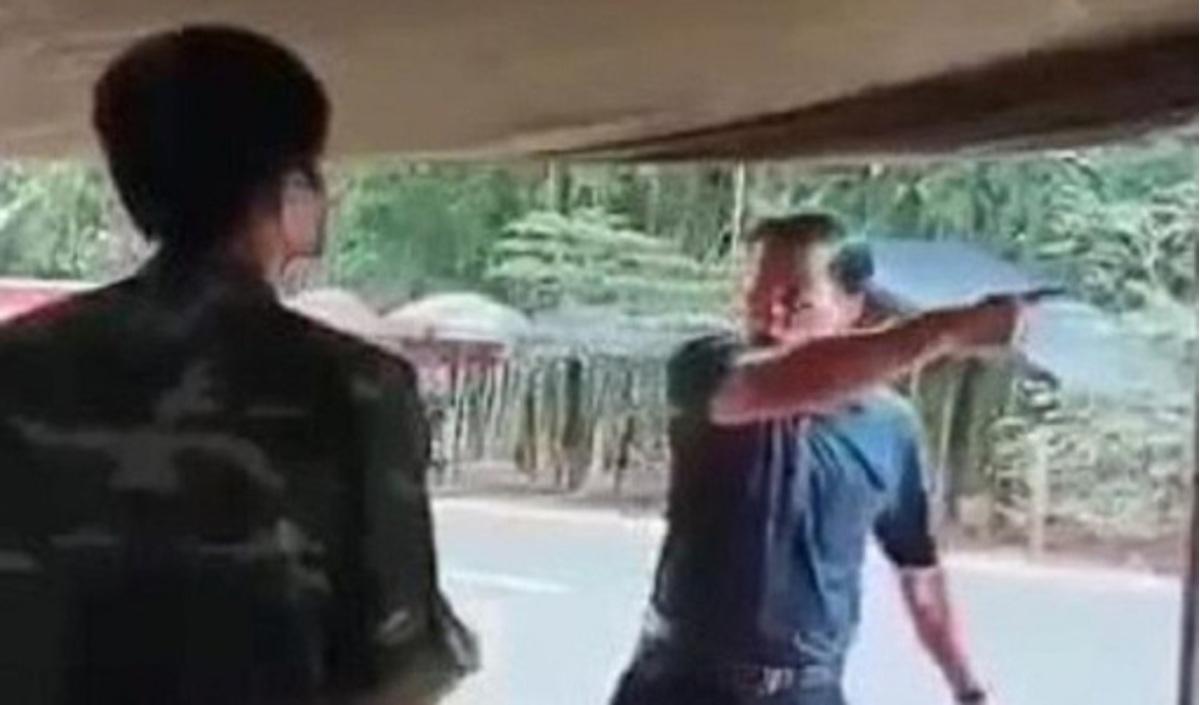 Ông Thanh bị bãi nhiệm mọi chức vụ vì có hành vi không đúng đắn tại chốt kiểm dịch Vũ Hán. (Ảnh qua baogiaothong)
