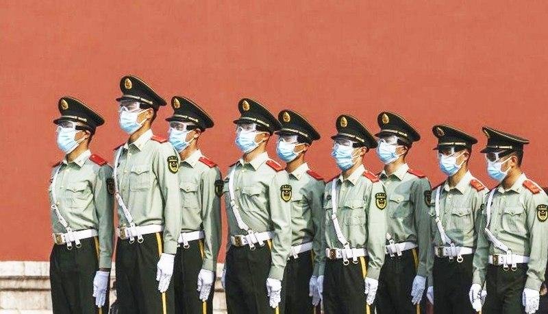 Đại dịch virus Vũ Hán đã khiến cho sự cai trị của ĐCSTQ bị lung lay nghiêm trọng, bức bách trong ngoài, các cuộc đấu tranh nội bộ đang diễn ra ngày một quyết liệt. (Ảnh: BBC)
