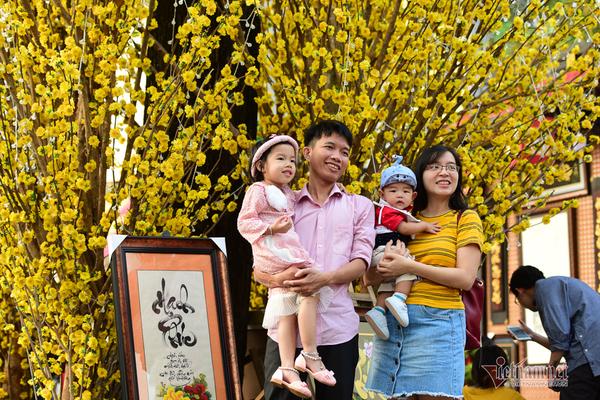 Sinh đủ 2 con được giảm thuế, ưu tiên mua nhà xã hội. (Ảnh qua vietnamnet)