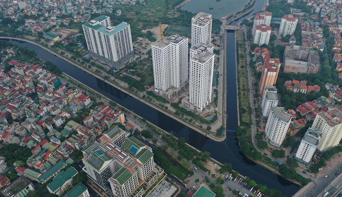 Đoạn giao cắt giữa sông Tô Lịch và sông Lừ chảy qua khu Linh Đàm. (Ảnh qua vnexpress)