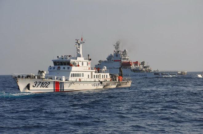 Tàu hải cảnh Trung Quốc hoạt động phi pháp trong vùng biển Hoàng Sa của Việt Nam. (Ảnh qua thanhnien)