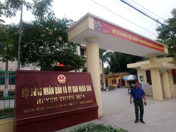 UBND huyện Thiệu Hóa (Thanh Hóa) 'dọa' sẽ kiện UBND xã ra toà nếu không trả khoản vay tiền tỷ. (Ảnh qua tuoitre)