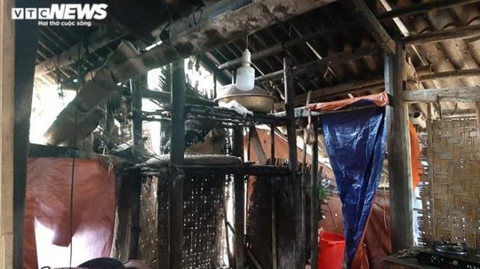 Một hộ gia đình có nhà sàn dột nát được xã Tân Lập cho 'thoát nghèo'. (Ảnh qua vtcnews)