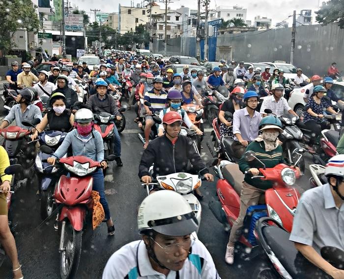 Đoàn dài xe máy trên đường phố TP.HCM, tháng 8/2017. (Ảnh qua trithuc)