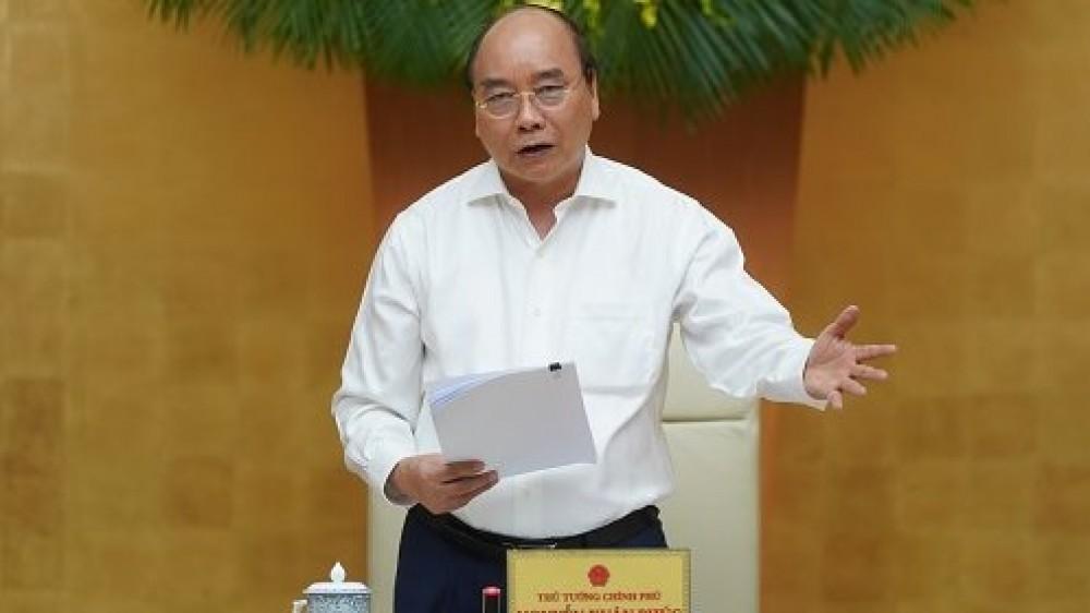 Thủ tướng Xuân Phúc yêu cầu không tăng 'sốc' giá xăng và chưa tăng giá điện trong năm 2020 này. (Ảnh qua nld)