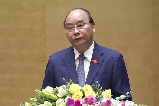 Thủ tướng Nguyễn Xuân Phúc trình bày báo cáo trước Quốc hội. (Ảnh qua danviet)