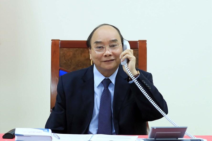 hủ tướng Nguyễn Xuân Phúc đã có cuộc điện đàm với Tổng thống Philippines Rodrigo Duterte chiều 26/5. (Ảnh qua nld)