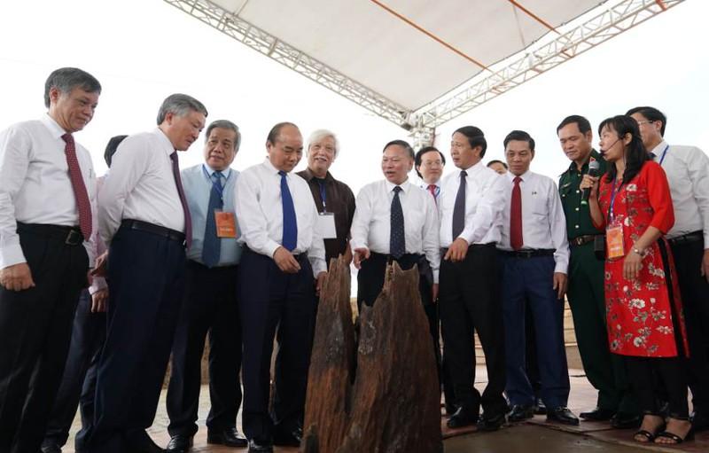 Thủ tướng Nguyễn Xuân Phúc dự lễ khởi công tuyến đường vào và khu bảo tồn bãi cọc Cao Quỳ. (Ảnh qua tuoitre)