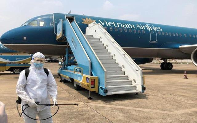 Bộ Y tế công bố thêm 2 hành khách và 2 tiếp viên Vietnam Airlines dương tính virus Vũ Hán. (Ảnh qua Zing)