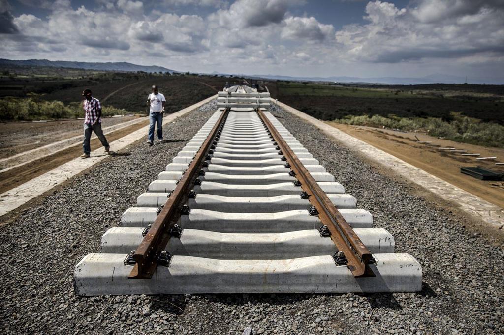 Tuyến đường sắt nối Kenya - Uganda phải dừng giữa chừng do Trung Quốc đột ngột ngừng cấp vốn. (Ảnh qua dantri)