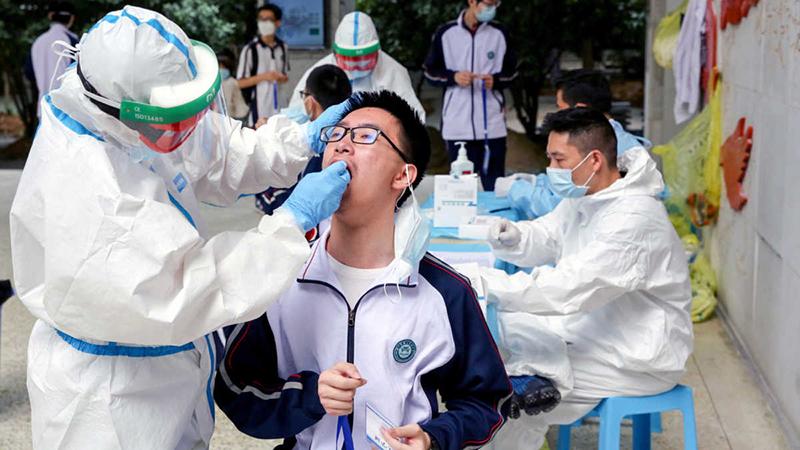 """Chính quyền Vũ Hán đã đưa ra quyết định triển khai """"Trận quyết chiến 10 ngày"""" để sàng lọc virus trên khắp Vũ Hán."""