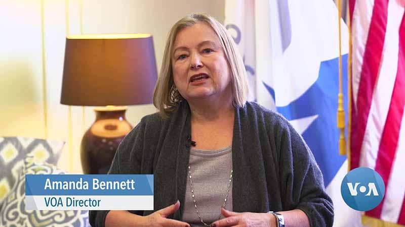 giám đốc VOA là Amanda Bennett - một người do cựu Tổng thống Mỹ Obama bổ nhiệm