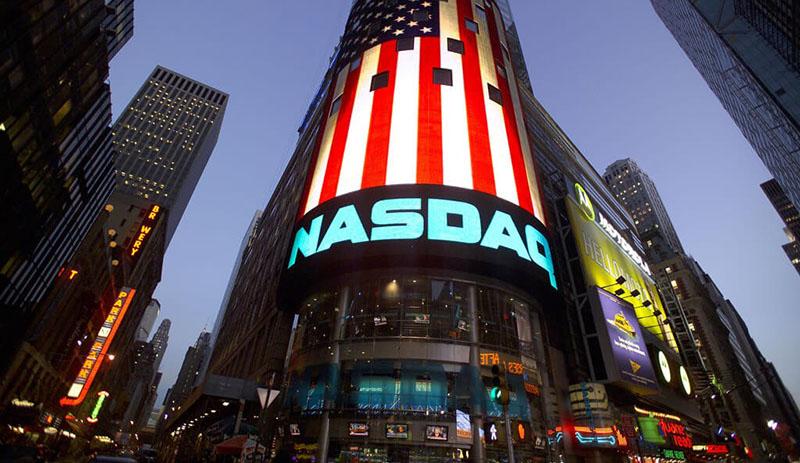 Bộ trưởng Ngoại giao Hoa Kỳ - Mike Pompeo đã khen ngợi động thái thắt chặt các quy định niêm yết với các doanh nghiệp Trung Quốc của sở giao dịch chứng khoán Nasdaq.