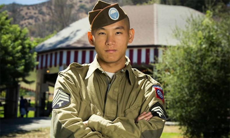 đàn ông gốc Hoa là Gregory Hoàng giả mạo Vệ binh Quốc gia đã bị chính phủ Hoa Kỳ phát hiện và bắt giữ.